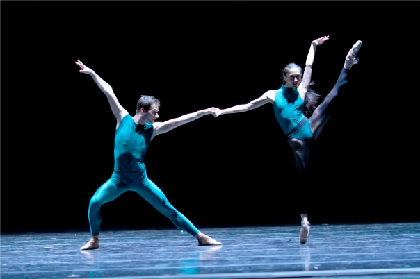 joffrey_ballet_in_the_middle_somewhat_elevated_victoria_jaiani_rory_hohenstein_photo_herbert_migdoll